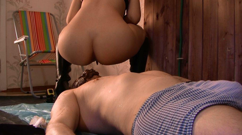 Princess Mia with pleasure goofs on her slave – Princess Mia and toilet slave - 5
