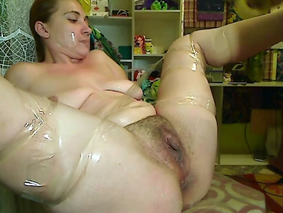 Pissing and shitting dirty fisting feces in pussy - 6