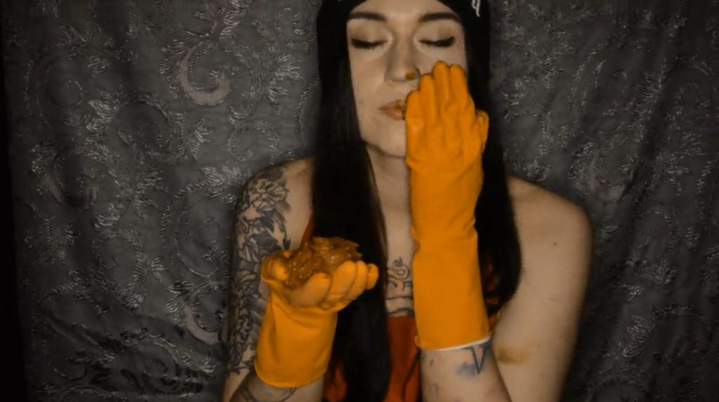 Sweet Betty Parlour - Testing Rubber Gloves In APOCALYPTIC Room 3