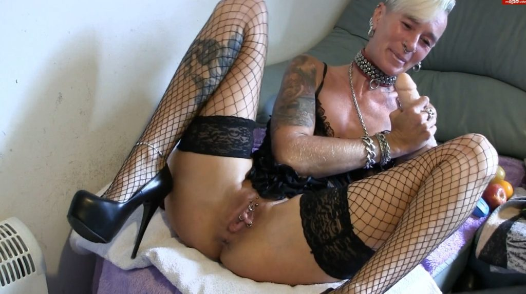 Apple insertion - Lady-isabell666 (FULL HD)-1