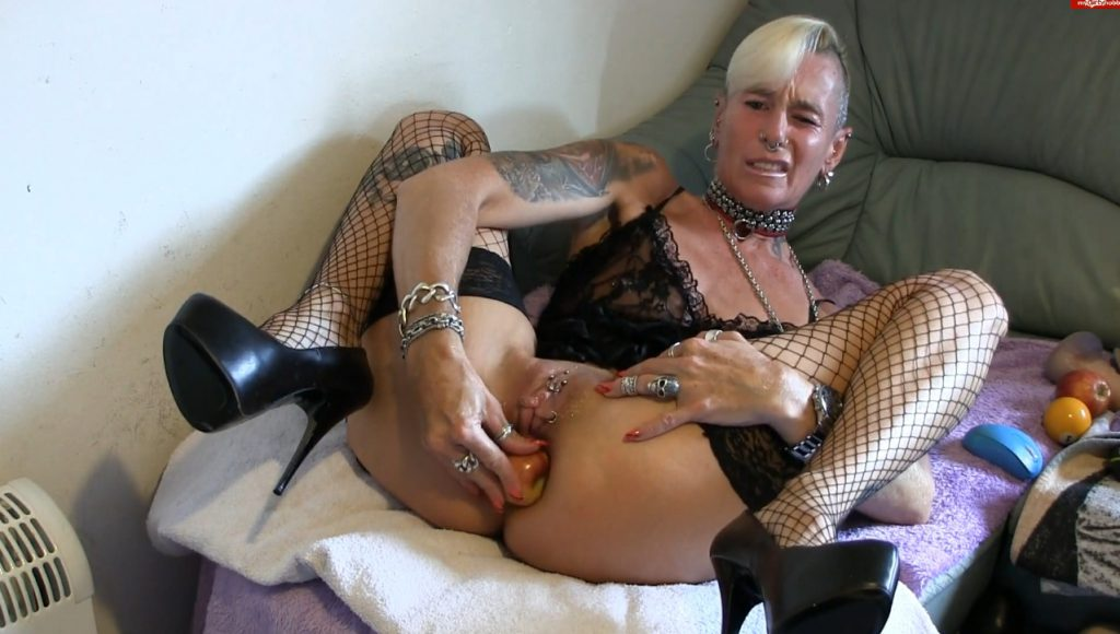 Apple insertion - Lady-isabell666 (FULL HD)-3