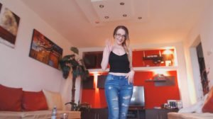 Josslyn Kane – Pee In Jeans And Stand Up Pooping