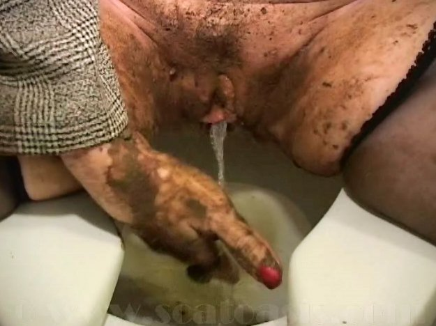 Most Extreme Shit And Piss Action With Lot Of Shit (Pretty Lisa) - 6