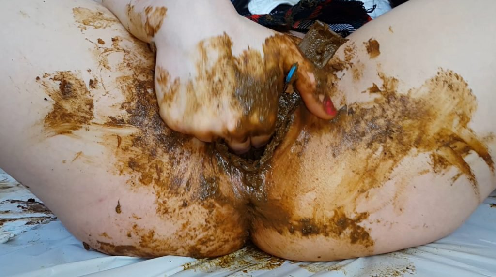 Anna Coprofield shit into its pussy and vagina with feces close-up 2-1