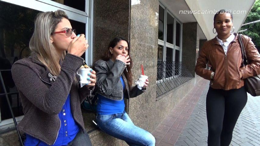 NewMFX - Feeding Her Friends, To Shit on Me (Lisa Black, Mel and Carolynne) - 1