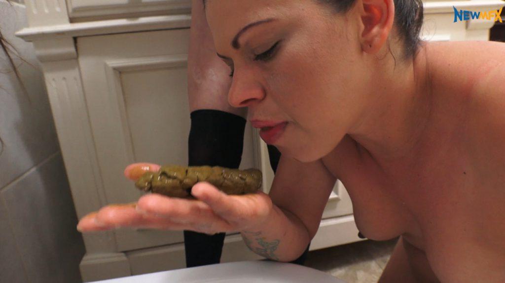Lesbian love feet scat fetish. Lick and suck shit on legs - 3