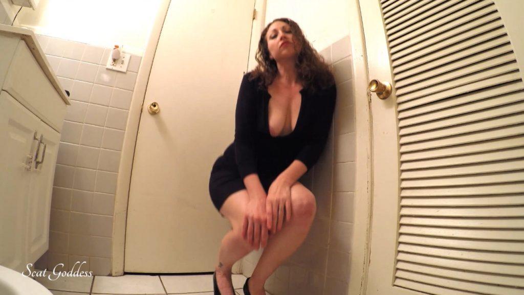 Scat Goddess Amanda - erotic pooping in bathroom - 1
