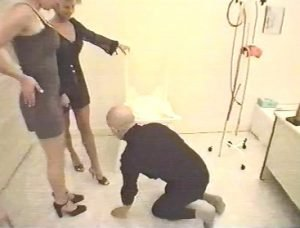 WC – pour Dames – Two Goddess Dominate one male slave