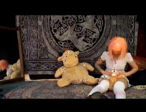 Little girl poops her plastic panties (Abigail Dupree)