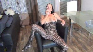 Spritzigefee – Vomiting Video (1080p)